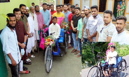মুরাদনগরে প্রতিবন্ধী শিক্ষার্থী নাজমুলকে রিক্সা প্রদান: স্কুলে যেতে আর হাটতে হবেনা ৪ কি:মি: